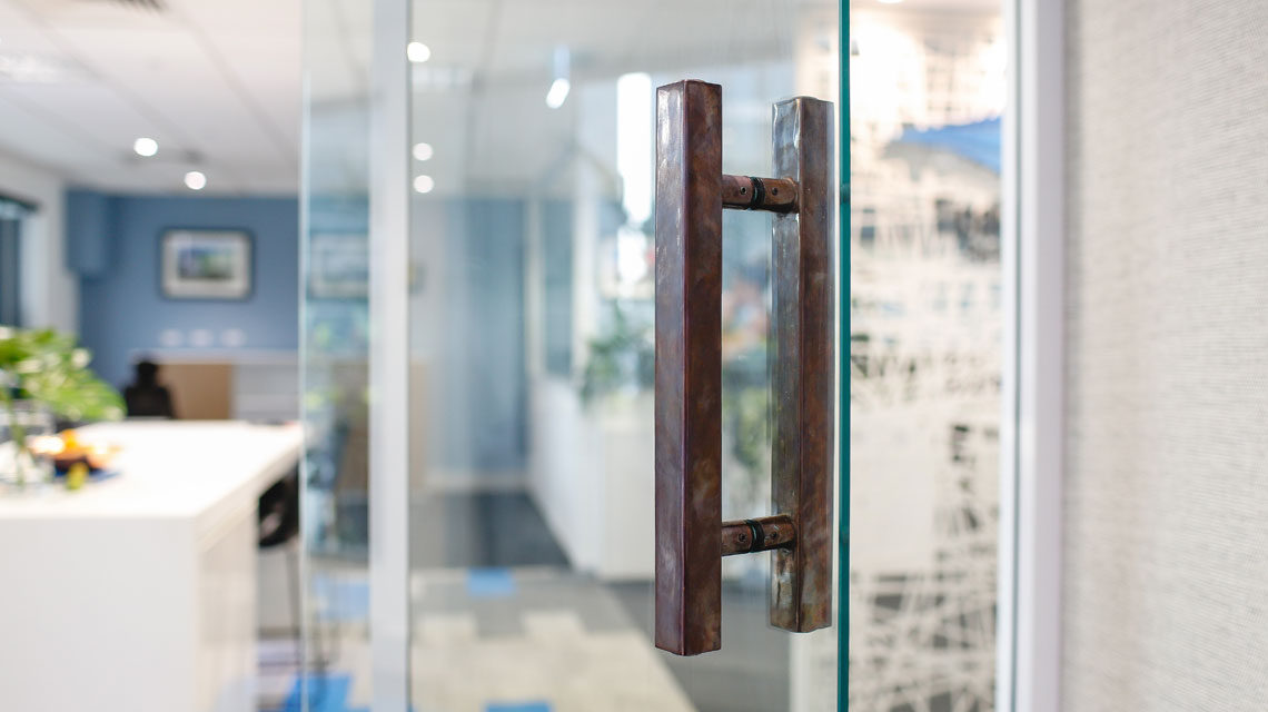 tipalea-partners-entry-door-handle-mother-of-pearl-and-sons-kcreative